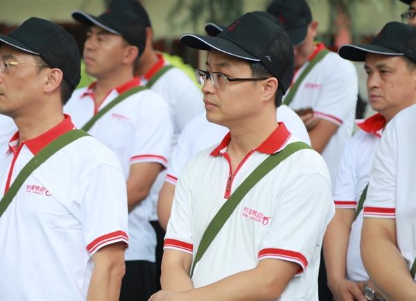 向优秀共产党人王泉媛学习