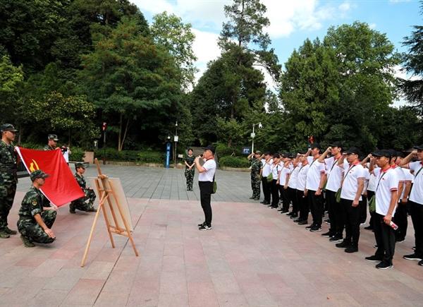 坚定信仰,红军烈士永垂不朽纪念碑下,yabovip007党员重温入党誓词